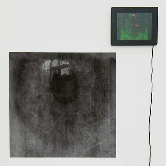 Joseph Nechvatal - blackeye, 2009, 20 x 20 inches / 50 x 50 cm, computer-robotic assisted acrylic on canvas and screen with digital animation screen. Image © Joseph Nechvatal