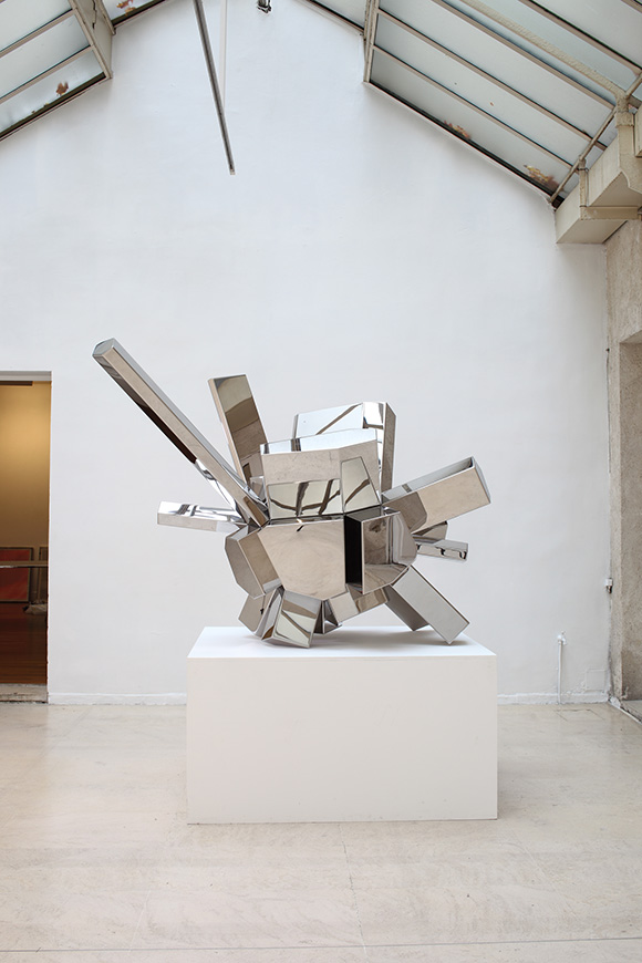 Arik Levy, RockGrowth RG5, 2011. Mirror-polished stainless steel, 129 x 117 x 83cm. Courtesy the artist and Galerist, Istanbul