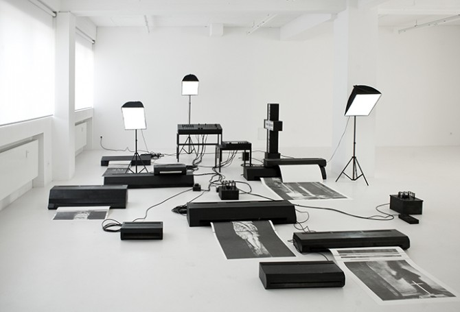 Jana Gunstheimer, Licht, Feld und Störung, 2010/11. Cardboard, lacquer, cable, studio lights, wood, graphite on paper, size variable. Image © Jana Gunstheimer. Used here courtesy of Gemeentemuseum, Den Haag. All rights reserved.