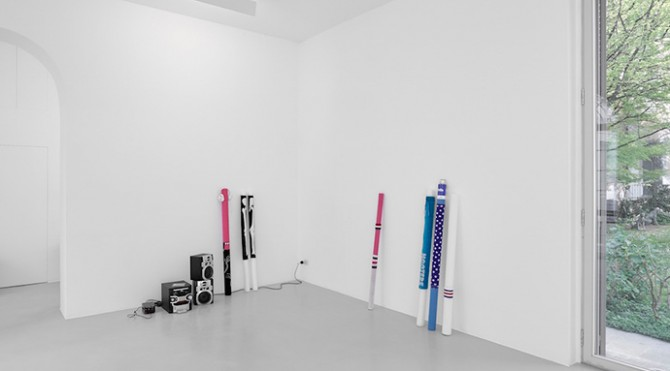 Cory Arcangel, Hot Topics. Installation view, Lisson Milan, 10 April – 20 May 2015 © Cory Arcangel; courtesy Lisson Gallery. Photo: Jack Hems. All rights reserved.