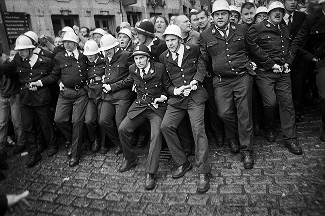Cédric Gerbehaye, Belgium, Mons, 2012, Policemen holding back the crowd in the rue des Clercs during the popular festival called Ducasse de Mons or Doudou © Cédric Gerbehaye / Agence VU'. Used here by kind permission from FoMu. All rights reserved.