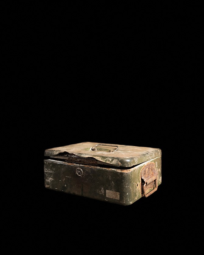 Piece of evidence found in the Brussels-Charleroi Canal © Jan Rosseel. Used here by kind permission from FoMu. All rights reserved.