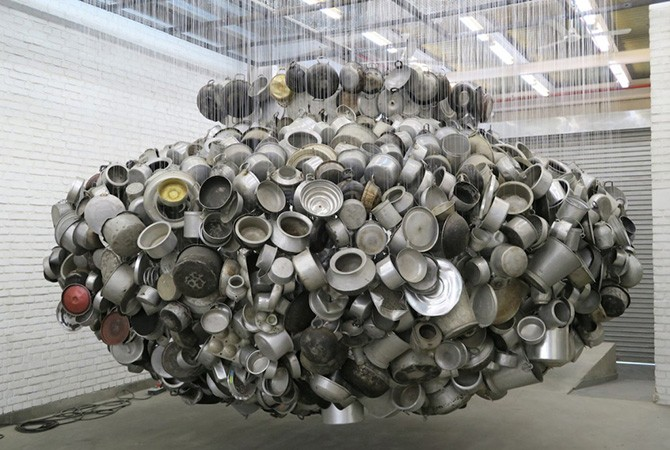 Subodh Gupta, Chanda Mama Door Ke (From far away Uncle Moon calls), 2015. Found aluminium utensils, fish strings, steel, 274 x 487 x 487 cm / 107 7/8 x 191 3/4 x 191 3/4 in © Subodh Gupta. Courtesy Hauser & Wirth and the artist.