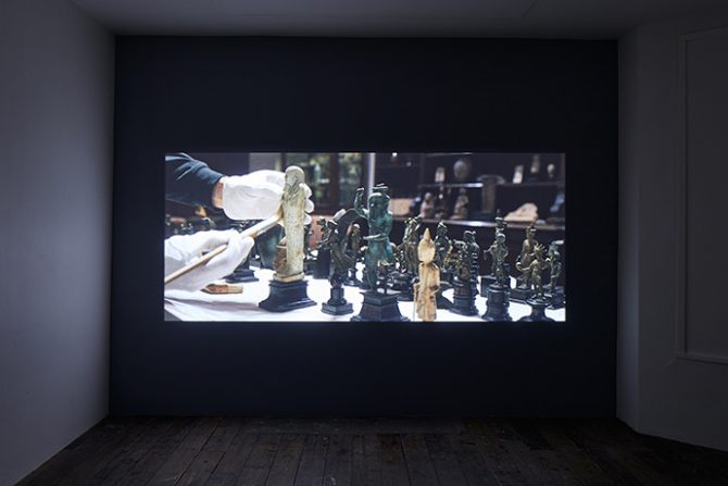 Amie Siegel, Fetish, 2016. HD video, color/sound. Exhibition view South London Gallery, 2017. Courtesy the artist and Simon Preston Gallery, New York. Photo Andy Stagg. Used here by kind permission from South London Gallery. All rights reserved.