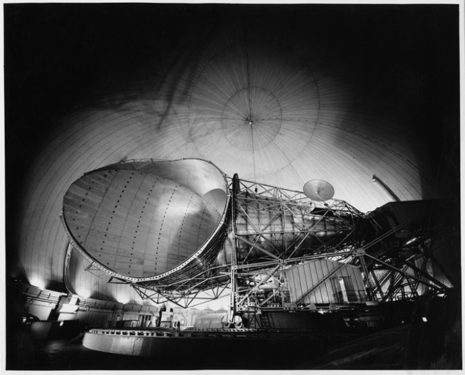 The big horn antenna, weighing 380 tons, at the earth station at Andover, Maine [...], 30.3.1965, Silbergelatine papier © Sammlung Idylle + Desaster, Bogomir Ecker.