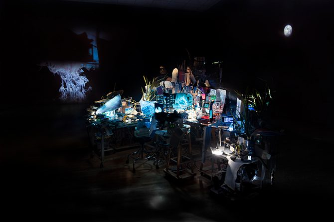 Sarah Sze, Timekeeper (2016). Mixed media, mirrors, wood, stainless steel, archival pigment prints, projectors, lamps, desks, stools, stone. Dimensions variable. Courtesy of the artist and Victoria Miro.